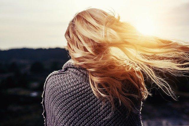 jak uratować zniszczone włosy