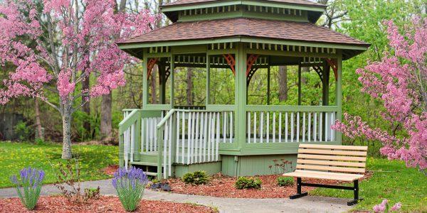 Jaką altanę kupić do ogrodu?